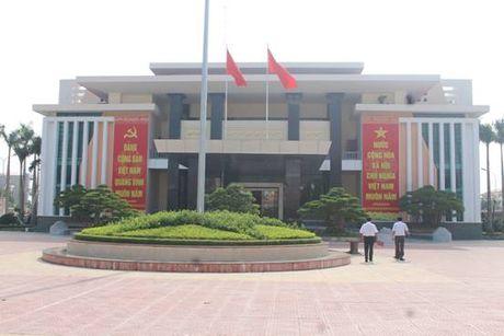 Thanh Hoa: Vi sao cong trinh Hoi truong UBND huyen Nga Son 'doi von'? - Anh 1