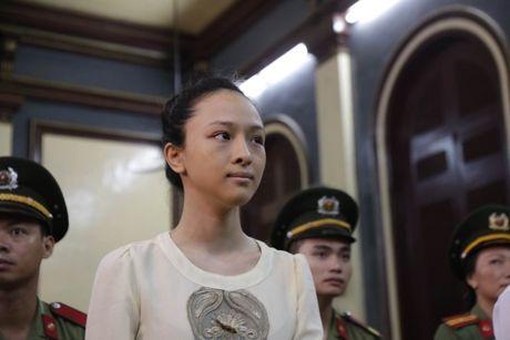 Hoa hau Phuong Nga tung thang kien me minh vao nam 2011 - Anh 1