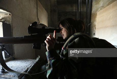 Chum video chien su Syria: San khung bo bang sung ban tia hong ngoai - Anh 1