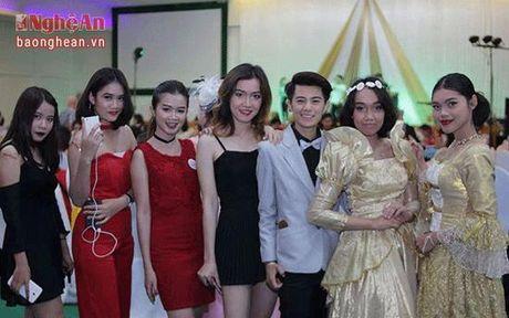 Nu sinh Truong Dai hoc Vinh gay sot voi ngoai hinh 'tom boy' - Anh 11