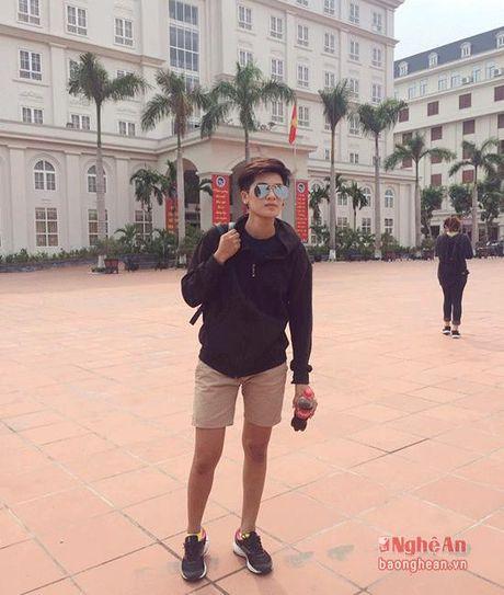 Nu sinh Truong Dai hoc Vinh gay sot voi ngoai hinh 'tom boy' - Anh 12