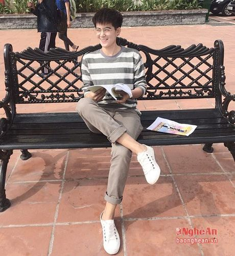Nu sinh Truong Dai hoc Vinh gay sot voi ngoai hinh 'tom boy' - Anh 1