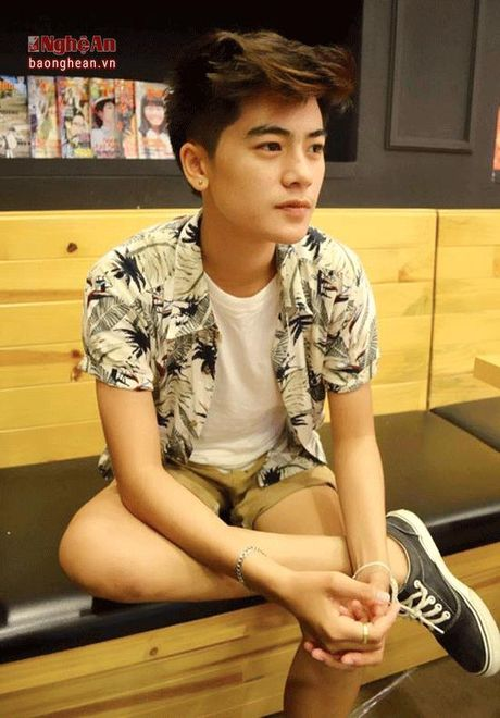 Nu sinh Truong Dai hoc Vinh gay sot voi ngoai hinh 'tom boy' - Anh 3