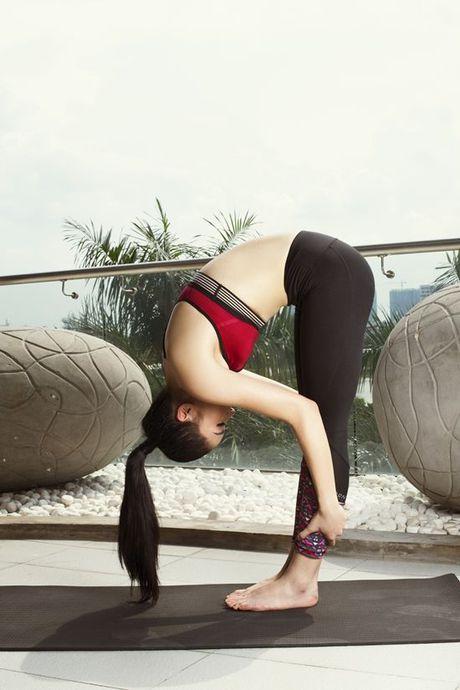 Tap yoga - bi kip giup Ky Duyen luon giu duoc voc dang thon gon - Anh 3