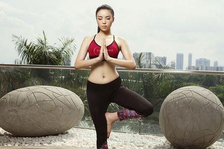 Tap yoga - bi kip giup Ky Duyen luon giu duoc voc dang thon gon - Anh 4
