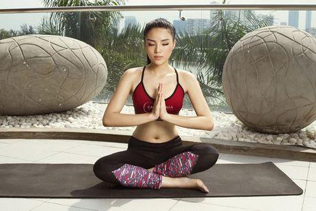 Tap yoga - bi kip giup Ky Duyen luon giu duoc voc dang thon gon - Anh 6