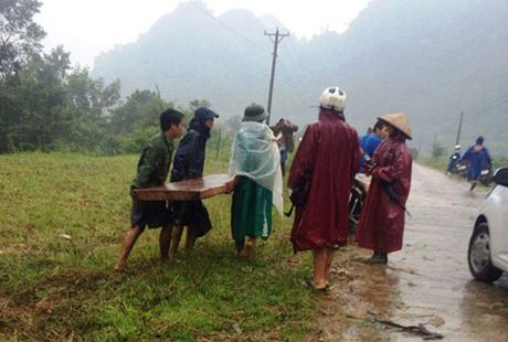 Quang Binh: Khoi to vu lam tac tan cong kiem lam, tau tan go lau - Anh 1