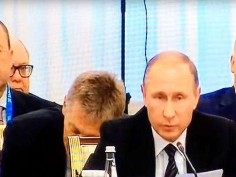 Phat ngon vien Dien Kremlin ngu gat ngay sau lung Putin - Anh 1