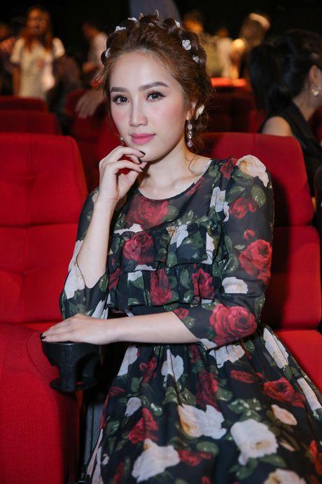 Bao Thy hanh phuc om chat bo me trong ngay ra MV moi - Anh 1