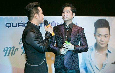 Quach Tuan Du hon ban gai doanh nhan o tiec sinh nhat - Anh 4