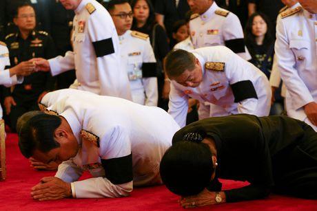 Bien nguoi xep hang dai cho linh cuu quoc vuong Thai Lan - Anh 4