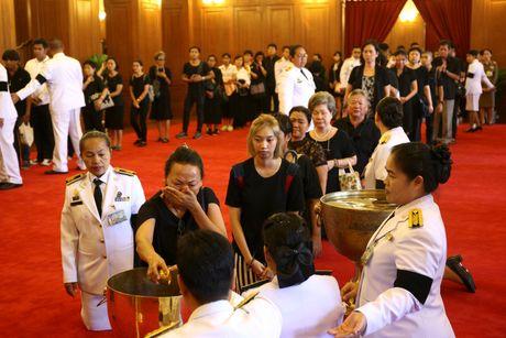 Bien nguoi xep hang dai cho linh cuu quoc vuong Thai Lan - Anh 6