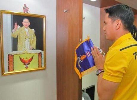 Nha vua bang ha, Thai Lan dung moi hoat dong bong da - Anh 1