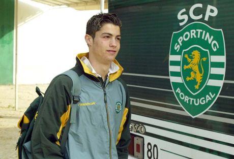 Cuu tuyen trach vien Arsenal ke chuyen mua hut Ronaldo - Anh 1