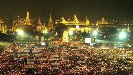 Cuoc doi Quoc vuong Thai Lan qua anh - Anh 11