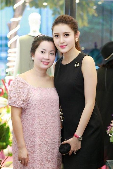 Me Ky Duyen, Huyen My sanh dieu khong thua con gai - Anh 8