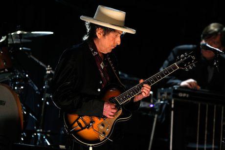 New York Times: Bob Dylan khong xung dang Nobel Van hoc 2016 - Anh 1
