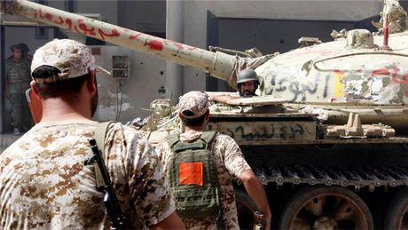 Quan chinh phu Libya dung do IS tai Sirte, 14 binh sy thiet mang - Anh 1