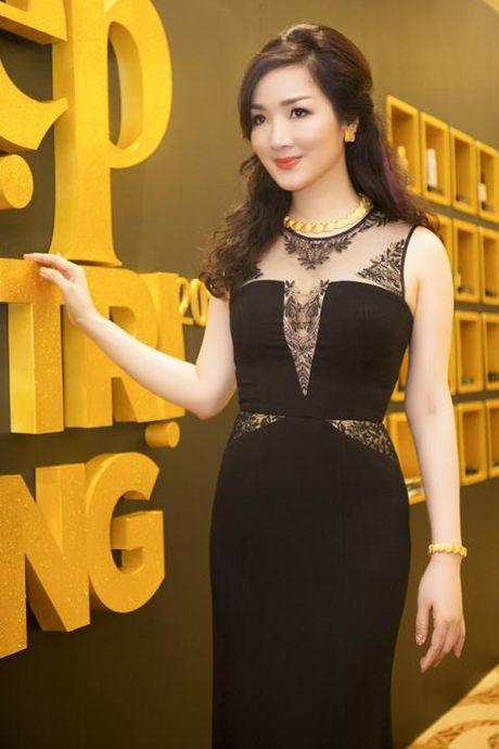 Giang My bien doi nhan sac qua tung su kien - Anh 4