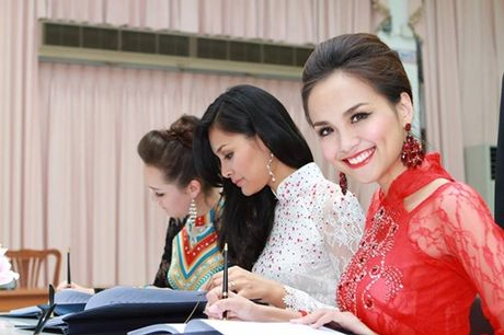 Sao Viet chia buon truoc tin vua Thai Lan bang ha - Anh 3
