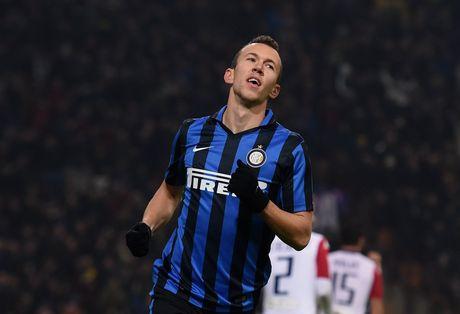 Mau thuan HLV, sao Inter tim duong dao tau - Anh 1