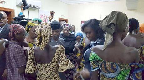Boko Haram tra tu do cho 21 nu sinh Chibok - Anh 1