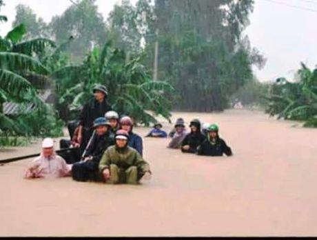 Quang Binh: Nguoi dan Tuyen Hoa trang dem cung lu du - Anh 4