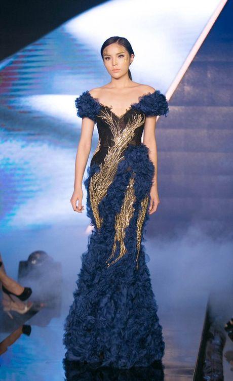 'Lan san' catwalk, lieu Hoa hau Ky Duyen co 'lam nen chuyen'? - Anh 1