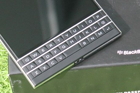 Can canh Blackberry Passport ban phim Full QWERTY gia 5,7 trieu - Anh 5