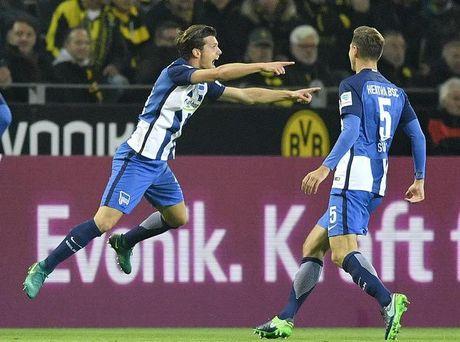 Bundesliga: Tren san nha Dortmund bi Hertha Berlin cam hoa - Anh 2