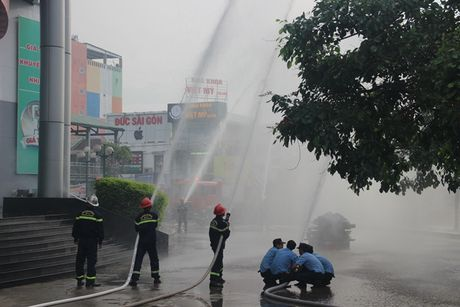 Canh sat PCCC Thua Thien- Hue dien tap phuong an chua chay va CNCH - Anh 2