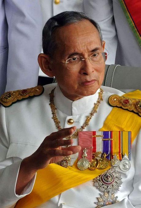 Toan bo thanh vien doi Leicester mac niem Vua Thai Lan - Anh 4