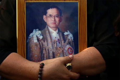 Toan bo thanh vien doi Leicester mac niem Vua Thai Lan - Anh 5