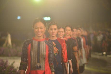 Hoang thanh Thang Long ruc sang trong dem hoi ao dai - Anh 6