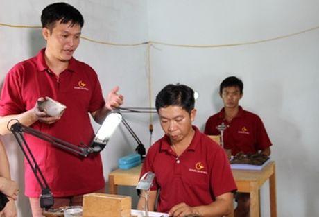 Nghe nhan quoc gia Ho Thanh Tuan va bien ngoc trai o hon Sang - Anh 7