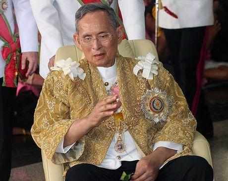 Thai Lan dong cua pho den do sau khi vua mat - Anh 2