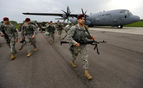 Italia dieu quan cho NATO, phong Nga tan cong - Anh 1