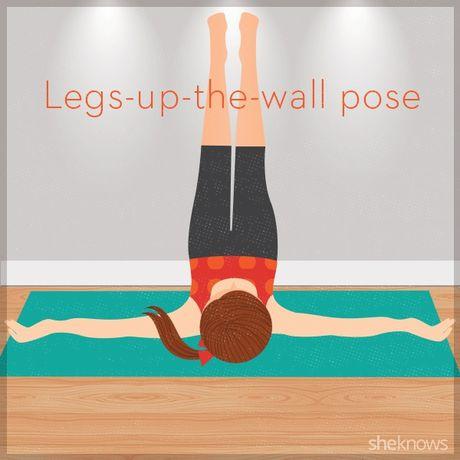 12 tu the tap yoga ngay tren giuong de de dang chop mat - Anh 10