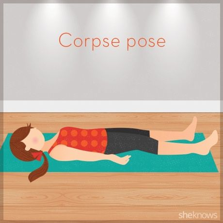 12 tu the tap yoga ngay tren giuong de de dang chop mat - Anh 12