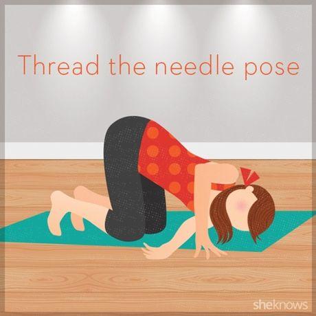 12 tu the tap yoga ngay tren giuong de de dang chop mat - Anh 2