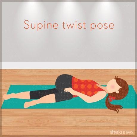 12 tu the tap yoga ngay tren giuong de de dang chop mat - Anh 9