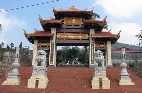 Quang Ninh: Mot nguoi dan ong tu thieu tai Thien vien Truc lam Yen Tu - Anh 1