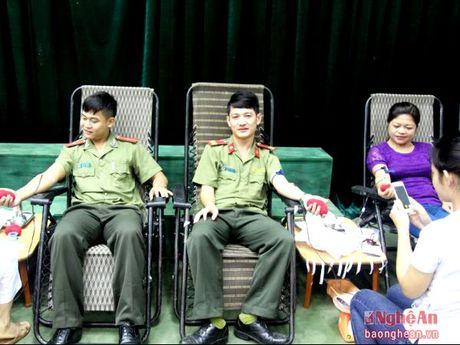 Tuong Duong: Gan 500 tinh nguyen vien tham gia hien mau - Anh 1