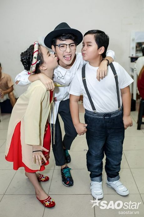 Chi Pu, Ngo Kien Huy, Noo Phuoc Thinh 'nhe rang, chu mo' sieu dang yeu trong hau truong The Voice Kids - Anh 7