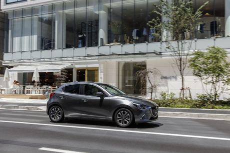 Mazda2 2017 nang cap nhe thiet ke noi, ngoai that - Anh 4