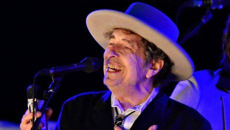 Nobel cho Bob Dylan: Tranh luan tu quoc te toi Viet Nam - Anh 1