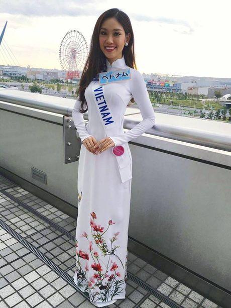 Phuong Linh duoc BTC Hoa hau Quoc te 2016 mung sinh nhat - Anh 4