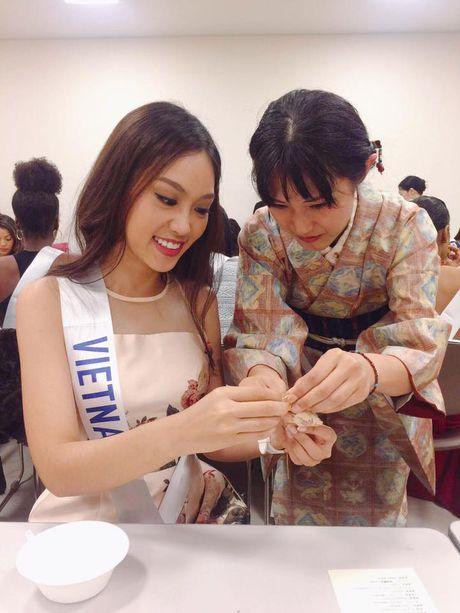 Phuong Linh duoc BTC Hoa hau Quoc te 2016 mung sinh nhat - Anh 6