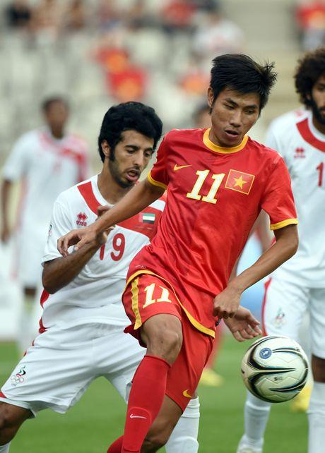 Anh cuoi lang man cua cuu tien ve U23 Viet Nam va ban gai - Anh 1