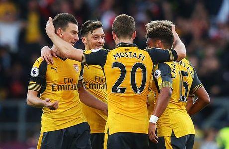 Arsenal vs Swansea (0-0, H1): Bong trung xa doi khach - Anh 14